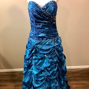 Dresses & Skirts - HEAD TURNING BLUE PROM DRESS
